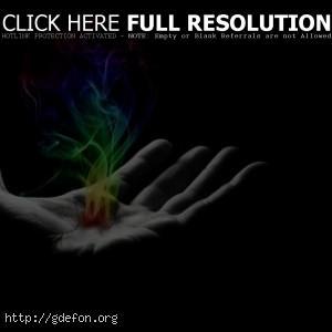 Разноцветный огонь в руке