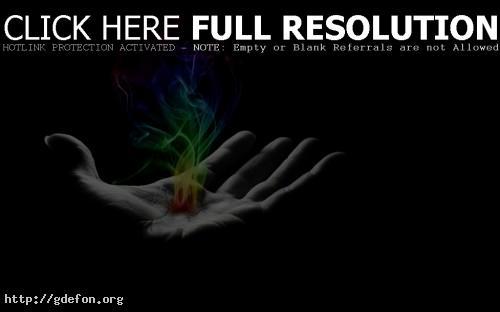 Обои Разноцветный огонь в руке фото картики заставки