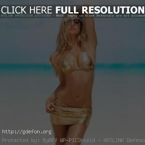 Candice Swanepoel в золотистом купальнике