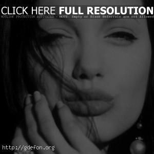 Лицо Анджелины Джоли