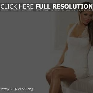 Bianca Gascoigne в белом платье