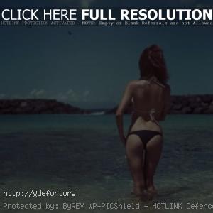 Фото рыжей девушки со спины
