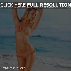 Candice Swanepoel в оранжевом купальнике