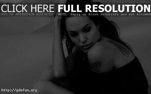 Обои Анжелина Джоли чёрнобелое фото фото картики заставки