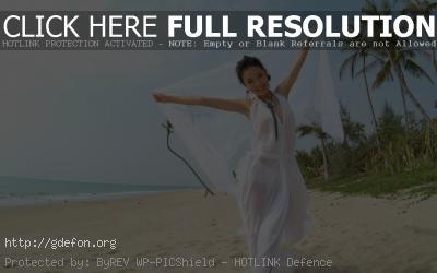 Обои Восточная девушка на берегу острова фото картики заставки