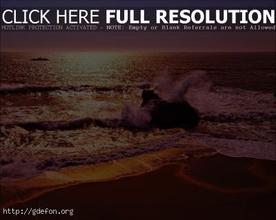Обои Багровый морской прибой в лучах заката фото картики заставки