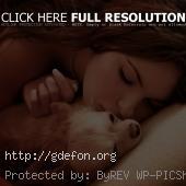Красивая девушка и собачка