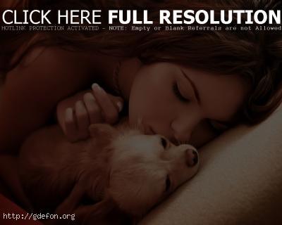 Обои Красивая девушка и собачка фото картики заставки