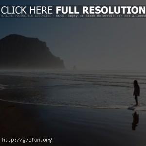 Море, берег, девочка, скала, туман