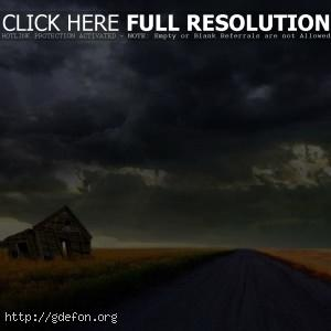 Дорога, буря, сарай