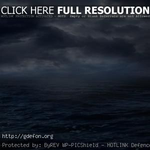 Хмурое небо над море