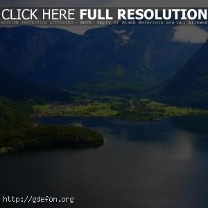 Горы и озеро в Австрии