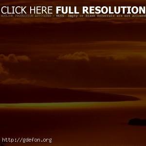 Красные облака над горизонтом