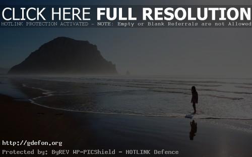Обои Море, берег, девочка, скала, туман фото картики заставки