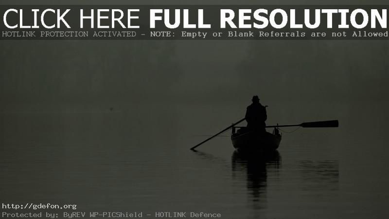 Обои Рыбак в лодке посреди озера фото картики заставки
