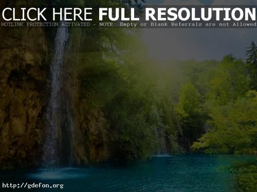 Обои Водопад в лучах солнца фото картики заставки
