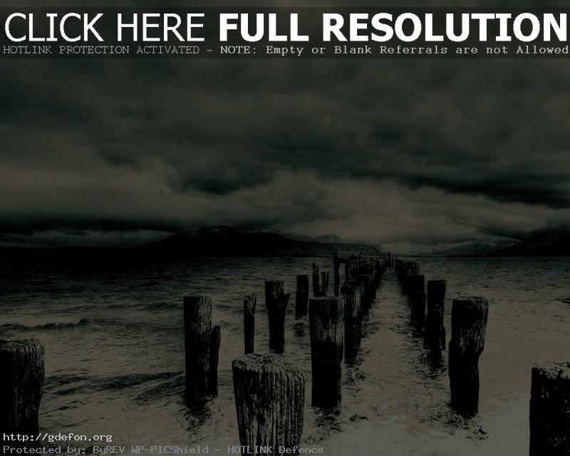 Обои Столбы, море, тучи, буря фото картики заставки