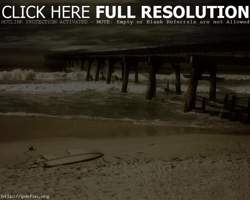 Обои Разрушенный мост на берегу моря фото картики заставки