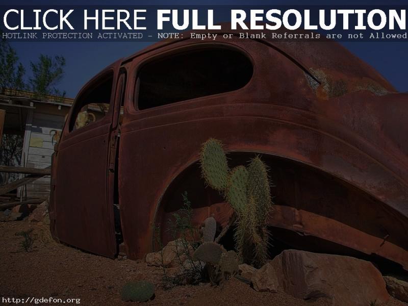 Обои Ржавое авто в пустыне фото картики заставки