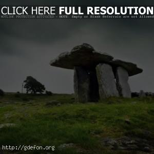 Древнее сооружение из каменных глыб