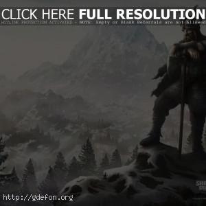 Викинг с топором в заснеженных горах