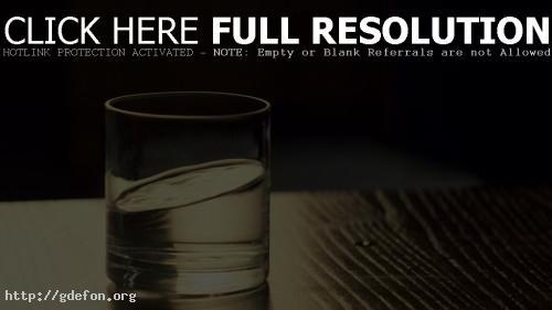 Обои Стакан воды из Начала фото картики заставки