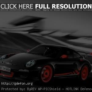 Черный Porsche 911 с яркими оранжевыми дисками