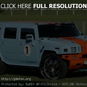 Hummer H2 голубой, на траве