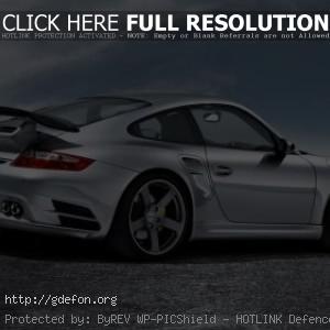Серебристый Porsche