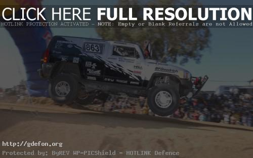 Обои Hummer H3 в прыжке фото картики заставки
