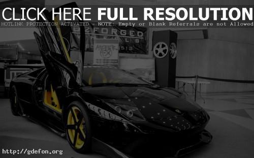 Обои Lamborghini в автосалоне фото картики заставки