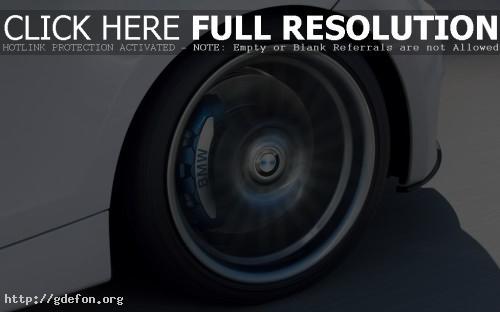 Обои BMW колесо в момент вращения фото картики заставки
