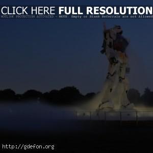 Огромный робот