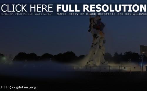 Обои Огромный робот фото картики заставки
