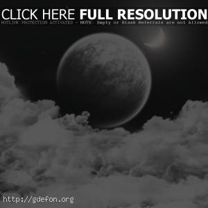 Луна спряталась в облаках