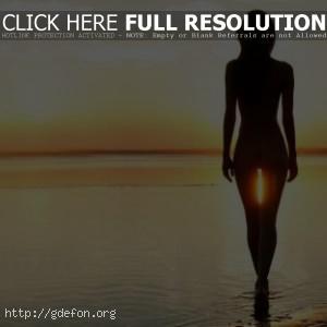 Фото девушки спиной на закате