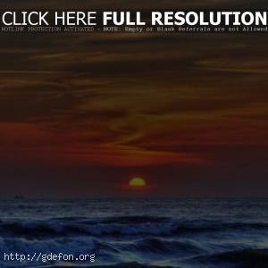 Море на фоне заката