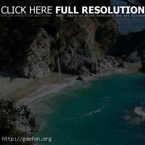 Скалы, деревья, лазурь, водопад