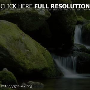Камни, мох, вода, водопад