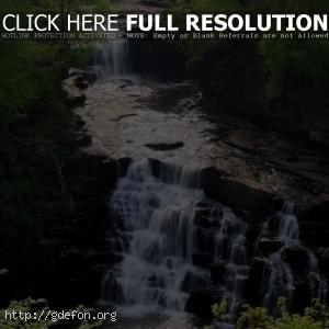 Водопад, лес, скалы, пороги