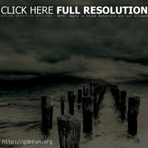 Столбы, море, тучи, буря