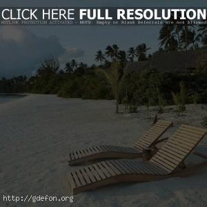 Пляж, песок, шезлонги