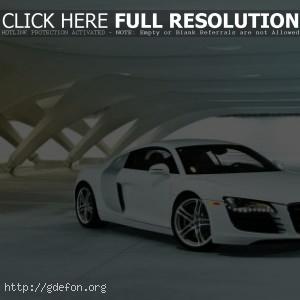 Audi R8 белая