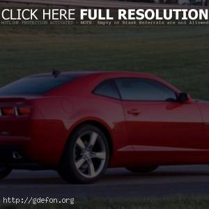 Красный Chevrolet Camaro