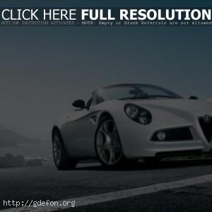 Белая Alfa Romeo