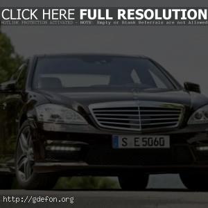 Черный Mercedes Benz s63