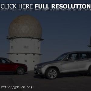BMW X3 серебристый и красный