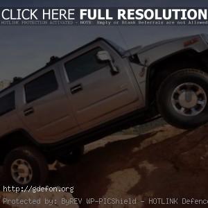 Hummer H2 на скале