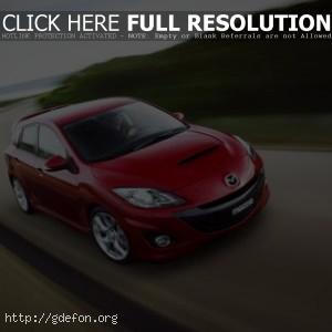 красная Mazda 3