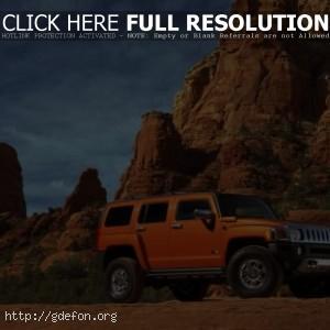 Hummer H3 оранжевый на скалах
